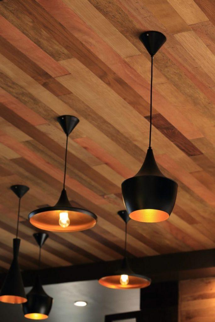 lambris bois plafond