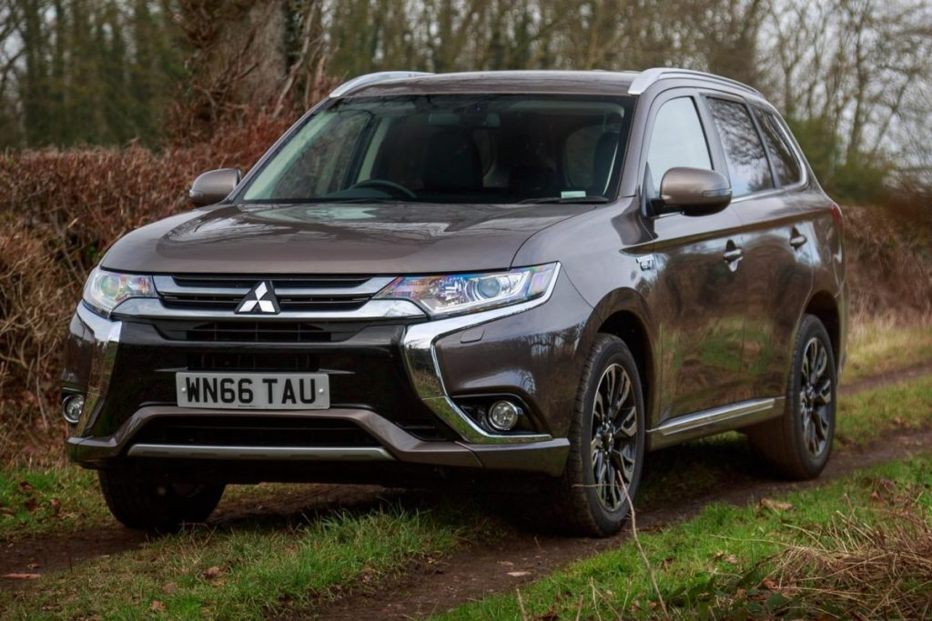 Mitsubishi_Outlander_-_PHEV_-_Free_Car_Picture_-_Give_Credit_Via_Link_(cropped)