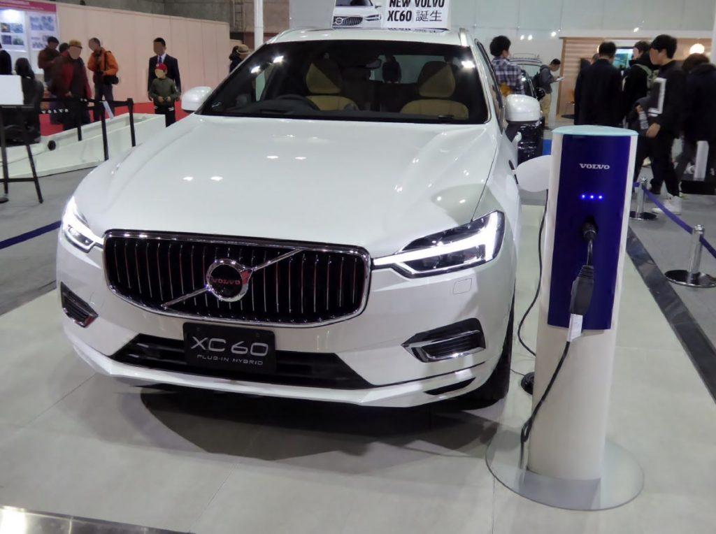 Osaka_Motor_Show_2017_(221)_-_Volvo_XC60_T8_TWIN_ENGINE_AWD_INSCRIPTION_(DLA-UB420XCPA)