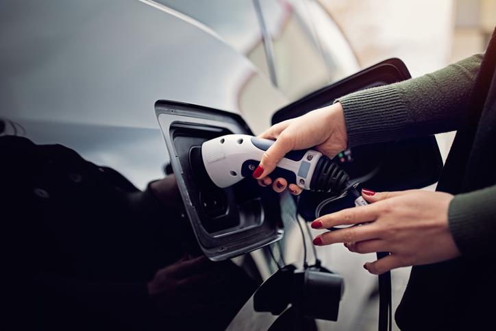 voiture-noire-recharge