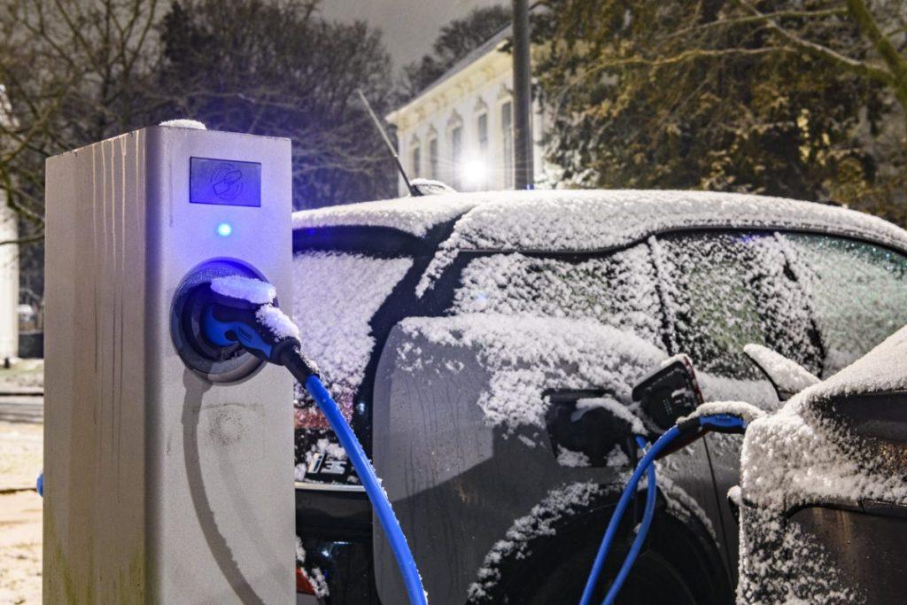 entretenir-voiture-electrique-hiver