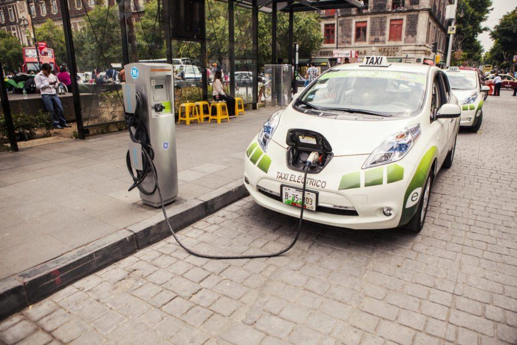 recharge-voiture-electrique-taxi-chauffeurs-vtc